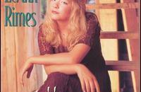 Esordisce ad 11 anni (1994) cantando una canzone che fu presentata come una cover di Patsi Cline. Versatile e comunicativa, LeAnn Rimes diventa in poco tempo una star del country […]