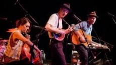 Non riescono ad amergere come vorrebbero dalla nuova scena folk rock proveniente dalla musica d'oltre oceano i Lumineers: molti giudicano la loro musica piena di cliché; i riferimenti a Bob […]