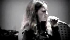 Tra jazz e bossanova, la sua voce ha il calore del Mediterraneo. Lei nasce in una terra che di suoni è ricchissima – il Salento -, gioca bene con la […]