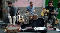 """(Synpress44) """"Abbiamo debuttato nel 2011 e rispetto agli esordi oggi le nostre fonti sono più varie: allamusica irlandese, nostro orizzonte di partenza, si sono aggiunte strada facendodanze bretoni e bulgare, […]"""