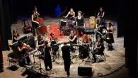 (Cristina D'Aquanno) Un' orchestra di donne con lo strumento in spalla, in viaggio attraverso la musica, alla scoperta di paesi vicini e lontani in un mondo che noi stessi abitiamo. […]